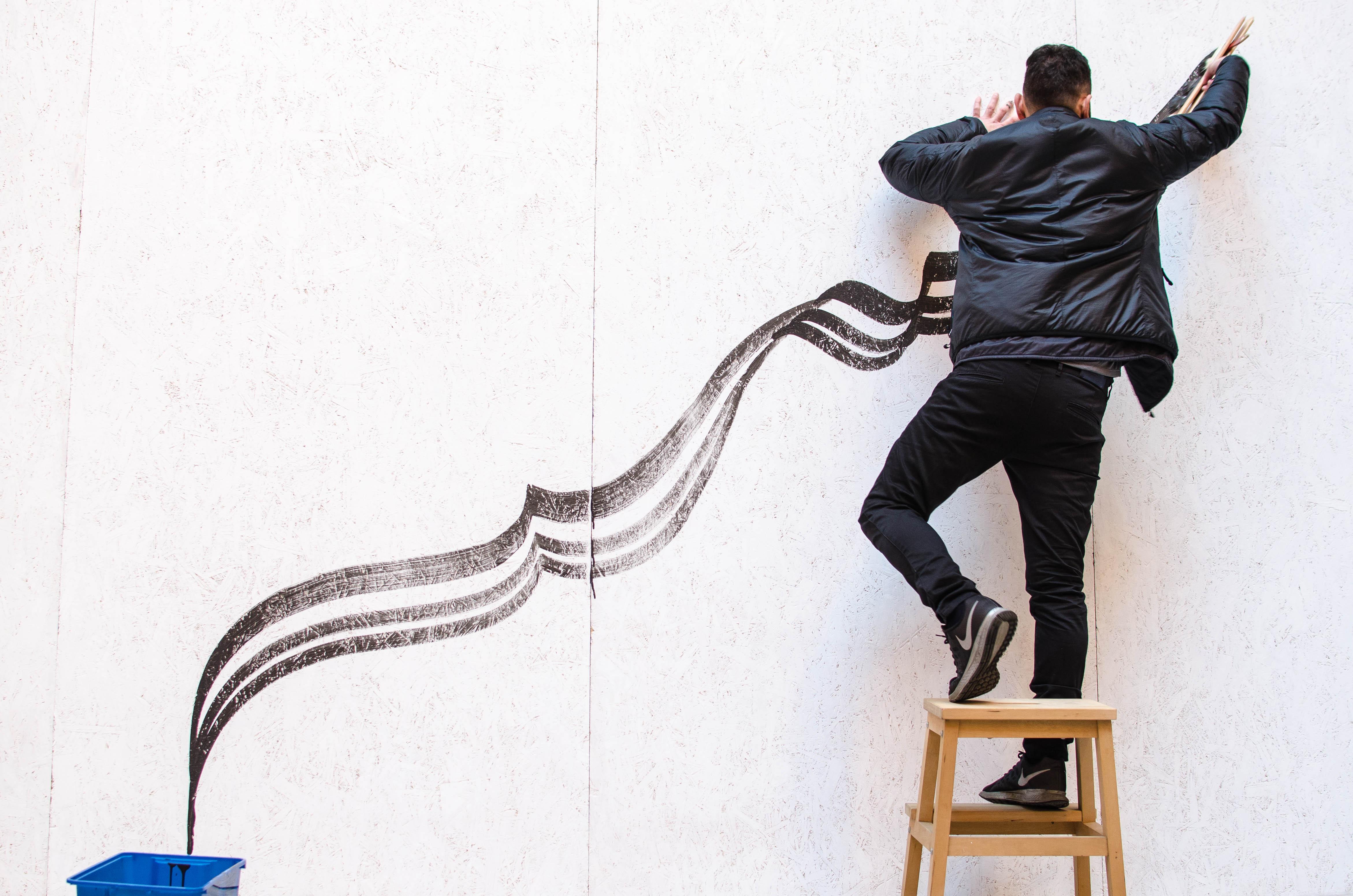 Andrea Cimatti presenta Domenico Romeo nel progetto Frecce durante Arte Fiera nella cornice di Corte Isolani