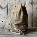 11 tipi di borsa da uomo sacca beige