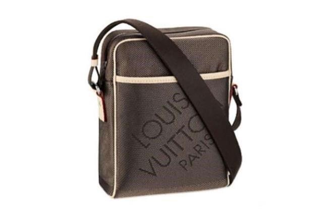 miglior sito web f5fbd 910de borsello louis vuitton 11 tipi di borsa da uomo - Andrea ...