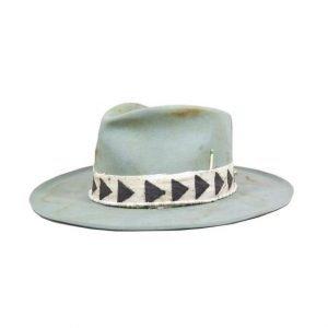 Il beanie è sicuramente il cappello più venduto, ma un bel cappello a tesa larga non può mancare in un bell'outfit maschile, ecco perchè è tra le 9 TENDENZE UOMO PER LA PRIMAVERA ESTATE 2019